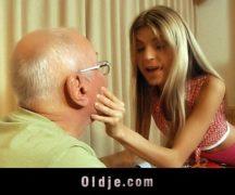 Sexo anal com vovô no vídeo pornô de incesto