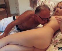 Pai fudendo filha novinha gostosa