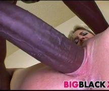 Mulher no sexo dando buceta para super dotado