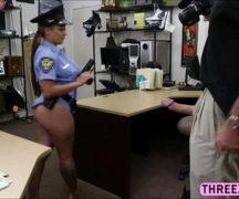 Sexo policia 24 horas com gostosa policial na foda