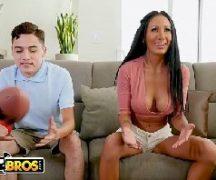 Sexolandia cara jovem come peituda na sala