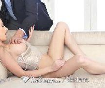 Loira metendo em um sexo com prazer