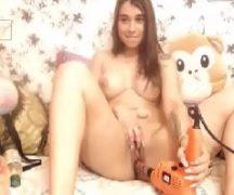 Pornolandia - Novinha safada gozando sozinha na web