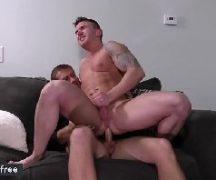 Xvideos gay com puto experimentando o cacete duro