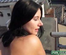 Porno família com maninha dando na laje da favela