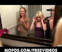 Contos lésbicos com amigas safadas se pegado no banheiro