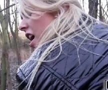 Novinha da net no matagal dando muito a sua xoxota