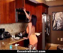 Porno extra safada dando no cozinha para o cara