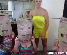 Trio de meninas safadas dando para o cara de sorte