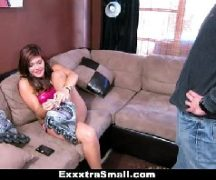 Novinha fazendo strip e dando gostoso para o comedor