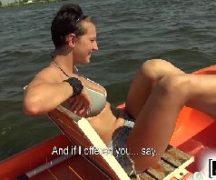 Redtub porno gostosa dando na beira do rio para o comedor