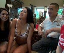 Vídeo de putaria e muito sexo com as gatinhas dando para o malandro