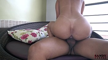 Sandy Cortez dando buceta no vídeo pornô grátis