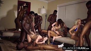 Safadasamadoras em sexo com os negros bons de foda