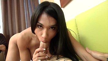 Rebecca Rios chupando piroca dura do malandro comedor