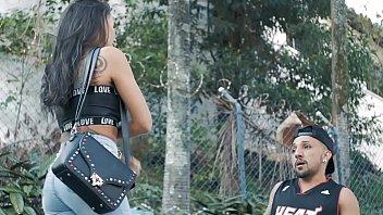 Video porno amador brasileiro com a tatuada