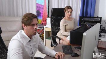 Oral porno da secretaria safada