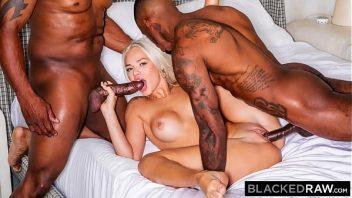 Suruba porno com loira na suruba com os negros