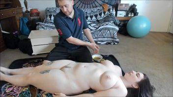 Massagem erótica na amadora comprometida